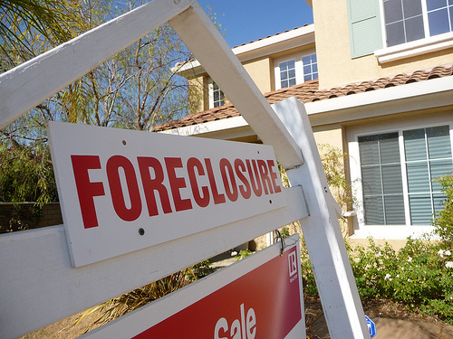 Foreclosure Survey: Housing Crisis Will Improve Slightly, Americans Say